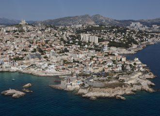 France, Bouches-du-Rhone (13), Marseille, 7 eme et 8 eme arrondissement, quartier d'Endoume, Malmousque, pointe d'Endoume, eglise Notre Dame de la Garde (vue aerienne)